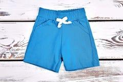 Shorts blu-chiaro del neonato Immagine Stock