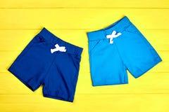 Shorts colorati tessuto dei ragazzi del bambino Immagine Stock Libera da Diritti