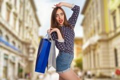 Shorts de port modèles avec des sacs Photos stock