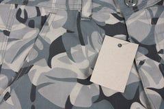 Shorts verde pallidi della tasca del camouflauge del primo piano con Fotografia Stock