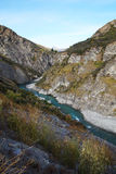 Shotoverrivier bij de Weg van de Kapiteinscanion, Queenstown, Nieuw Zeeland Stock Foto
