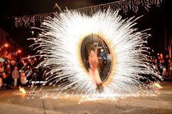 Shou вечером с огнем более tamer стоковое изображение rf