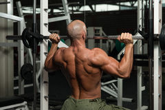 Shoulder Exercises On A Smith Machine Royalty Free Stock Images