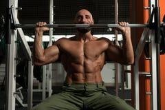 Shoulder Exercises On A Smith Machine Royalty Free Stock Photos