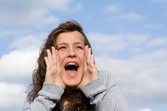 Shouting adolescente de sorriso feliz imagens de stock