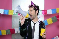 Shouting louco do homem de partido do altifalante feliz Imagem de Stock Royalty Free