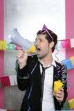 Shouting louco do homem de partido do altifalante feliz Imagens de Stock Royalty Free