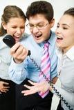 Shouting no receptor de telefone fotos de stock royalty free