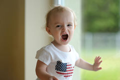 Shouting pequeno do bebê Fotografia de Stock Royalty Free