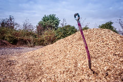 Shovel in mulch Royalty Free Stock Photography