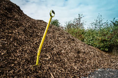 Shovel in mulch Stock Photography
