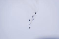 Show aereo nel cielo sopra la scuola di volo dell'aeroporto di Krasnodar Airshow in onore della protezione della patria MiG-29 ne Fotografia Stock