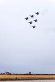 Show aereo nel cielo sopra la scuola di volo dell'aeroporto di Krasnodar Airshow in onore della protezione della patria MiG-29 ne Immagini Stock Libere da Diritti