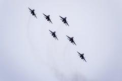 Show aereo nel cielo sopra la scuola di volo dell'aeroporto di Krasnodar Airshow in onore della protezione della patria MiG-29 ne Fotografie Stock