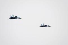 Show aereo nel cielo sopra la scuola di volo dell'aeroporto di Krasnodar Airshow in onore della protezione della patria su-35 nel Fotografia Stock