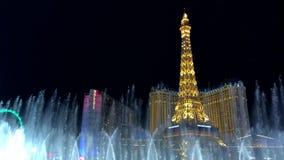 Show av musikBellagio springbrunnar, cityscape på natten lager videofilmer