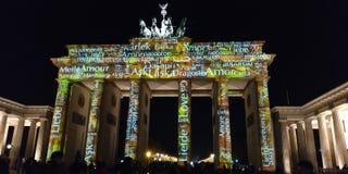 Show Berlin för ljus för Brandenburg port arkivbild