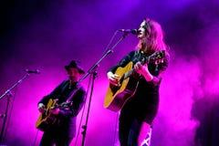 Show Dawn Landes (folkmusikband) för levande musik på den Bime festivalen Royaltyfri Bild