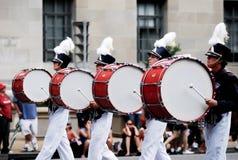 Show der amerikanischen Flagge auf 4. von Juli-Parade Stockfoto