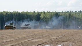 Show der militärischer Ausrüstung auf Militärboden stock video