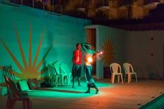 Show för brandätare på den egyptiska semesterorten Fotografering för Bildbyråer
