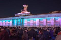 show för laser 3d på den Poshtova fyrkanten i Kyiv, Ukraina 05 14 2017 ledare Arkivbilder