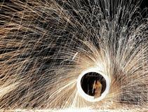 Show för stålull, flicka, fyrverkerier, brand, cirkel royaltyfri bild