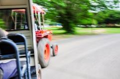 Show för suddighetsbild hastigheten av anslutningsbussen Royaltyfria Foton