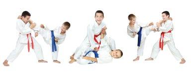 Show för två pojkar av självförsvartekniker en collage Arkivfoton