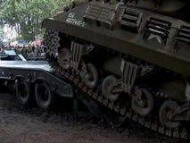 Show für Wiederinkraftsetzung von amerikanischen Militärfahrzeugen ww2 stock video