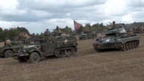 Show für Wiederinkraftsetzung von amerikanischen Militärfahrzeugen ww2 stock footage