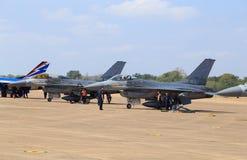 Show F-16 på barns dag på kungligt thailändskt flygvapen för Korat vinge 1 Arkivfoto