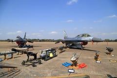 Show F-16 på barns dag på kungligt thailändskt flygvapen för Korat vinge 1 Arkivbild