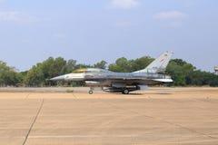 Show F-16 på barns dag på kungligt thailändskt flygvapen för Korat vinge 1 Royaltyfri Foto