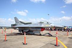 Show F-16 på flygbasen Wing7 på thailändska barns dag Royaltyfri Foto