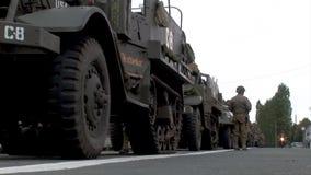 Show f?r Wiederinkraftsetzung von amerikanischen Milit?rfahrzeugen ww2 stock footage