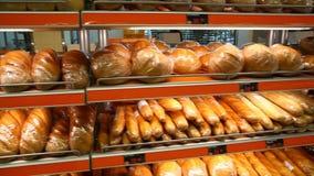 Show-Fenster mit frischem Brot stock footage