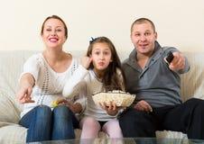Show televisivo de observación de la familia Foto de archivo