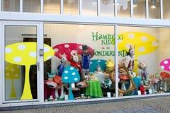 Show-venster van winkel van goederen voor jonge geitjes Royalty-vrije Stock Afbeeldingen