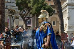 Show von alten Römern im Geburtstag von Rom-Gelegenheit Stockfotos