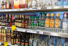 Showcase alcoholic beverages at the grocery store Royalty Free Stock Photos