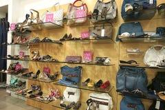 Showcase do boutique fotografia de stock royalty free