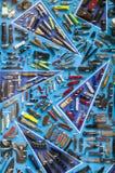 Showcasevoorraad met messen, schroevedraaiers, toortsen en hulpmiddelen Stock Foto's
