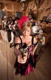 Showgirl pericoloso in vecchio salone Fotografie Stock