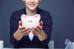 Showing piggy bank Royalty Free Stock Photography