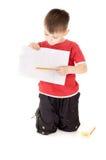 Shows des kleinen Jungen, das zeichnet Lizenzfreie Stockfotos