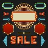 减速火箭的Showtime标志设计元素集 明亮的广告牌标志电灯泡,框架,箭头,象,霓虹灯 图库摄影