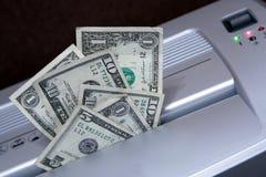 Shredding o dinheiro Fotos de Stock