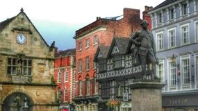 Shrewsbury Town, Shropshire. The old Market Hall & statue of Clive of India Stock Photos