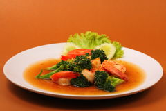 Shrimp broccolli stir fry. Shrimp and broccoli stir fry in sauce with a brown background Stock Photography